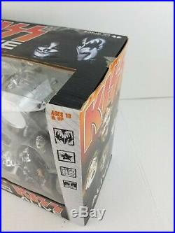 2002 McFarland Kiss Alive Action Figure Limited Edition Box Set Stage RARE NEW