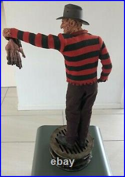 Freddy Krueger Premium Format Figure Sideshow Collectibles PRE-OWNED & VERY RARE