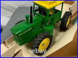 John Deere 7520 116 Tractor ORIGINAL In Original BOX RARE