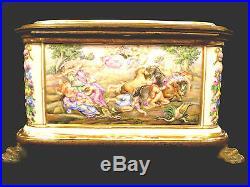 Rare & Stunning Capodimonte Porcelain Paw Footed Jewelry Trinket Box Circa 1744