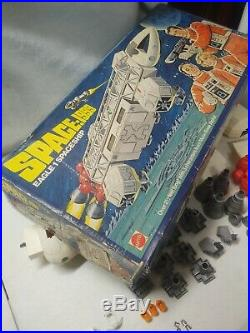 Space 1999 Eagle 1 Mattel 1976 Original Box close to complete figures rare toy